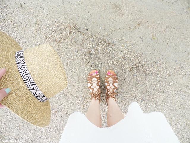 chapeau C&A et sandales camaieu