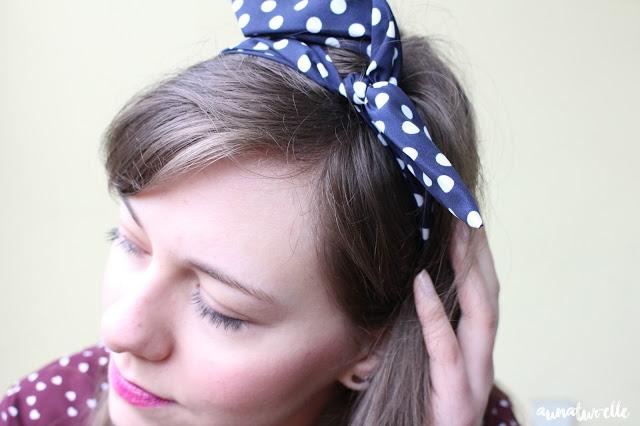 coiffure rétro avec un headband