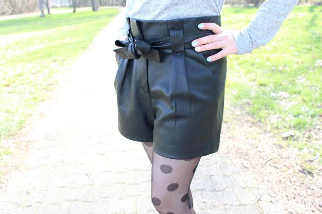 Le short en simili cuir femme