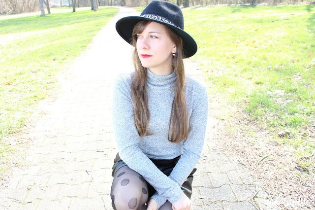 tenue femme short en simili cuir