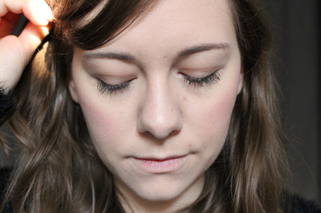 faire ses sourcils avec le brow kit de kiss