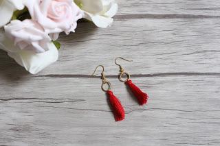 boucles d'oreilles pompom rouge