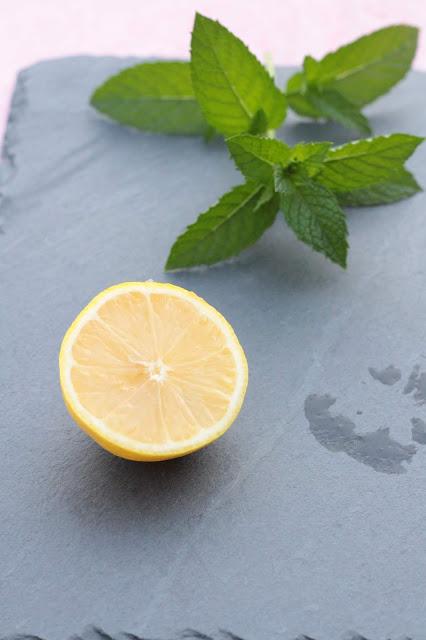 Recette maison de boissons fraîches pour l'été menthe & citron
