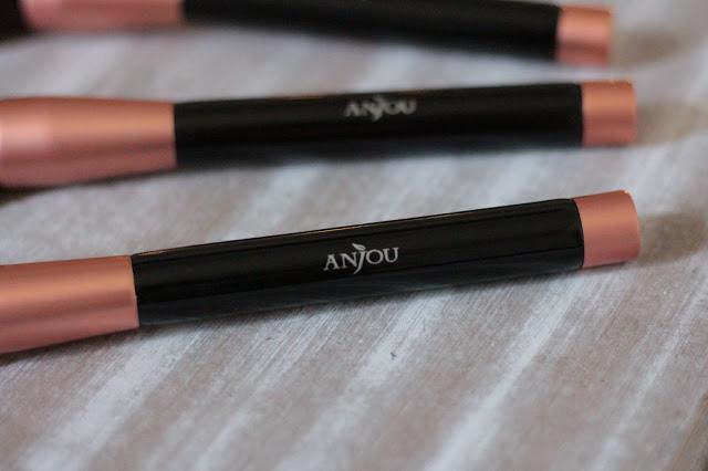 anjou makeup