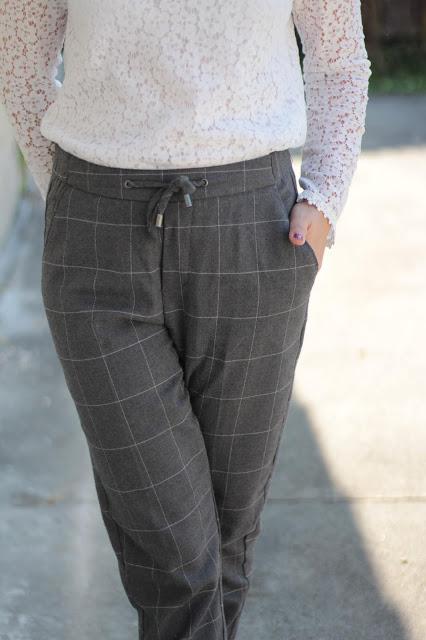 Le pantalon à carreaux pour femme