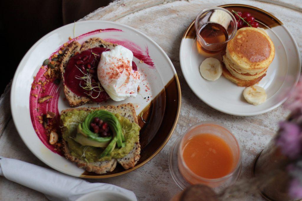 Contrast Brunch, tartines et oeuf poché - Aunatur-elle, blogueuse de bordeaux