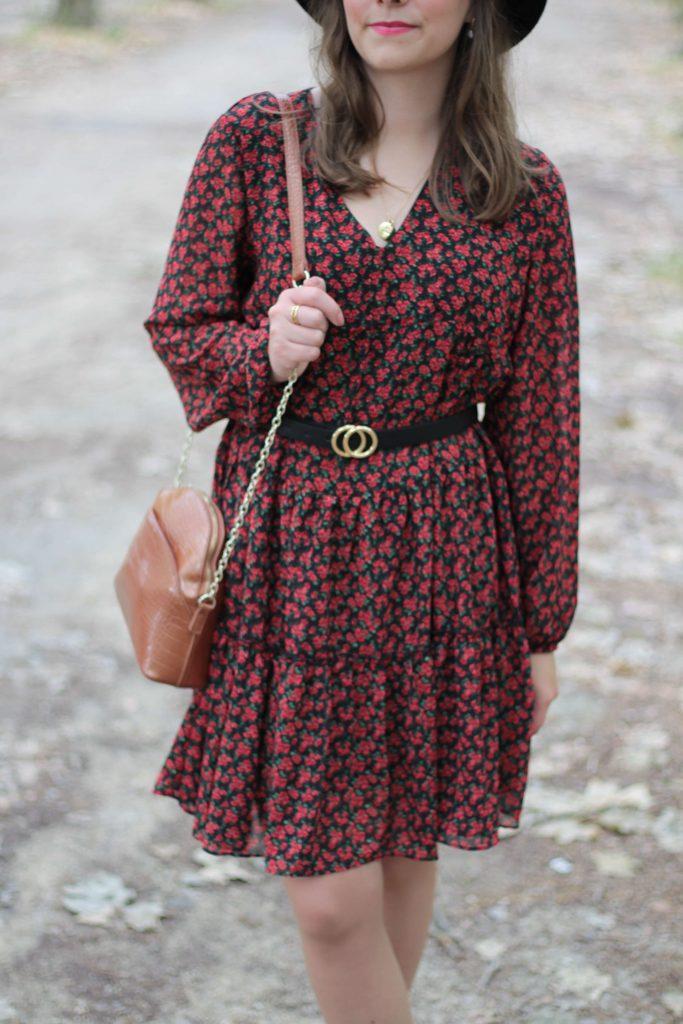 Comment porter la robe fleurie sans avoir l'air d'etre une grand mere - Aunatur-elle, blogueuse mode de Bordeaux