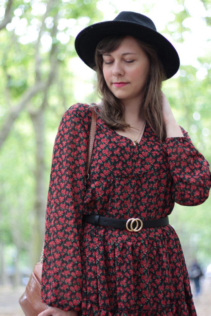 Robe fleurie rouge et noire - Aunatur-elle, blogueuse mode de Bordeaux