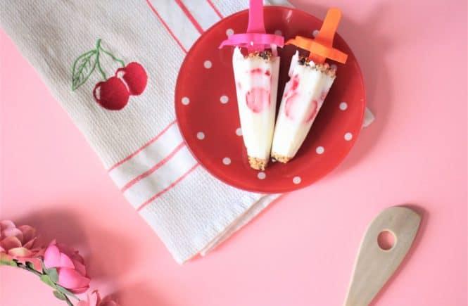 Recette de glace au yaourt maison à la fraise au fromage blanc pour se faire plaisir sans culpabiliser ! #recettehealthy #recettegourmande