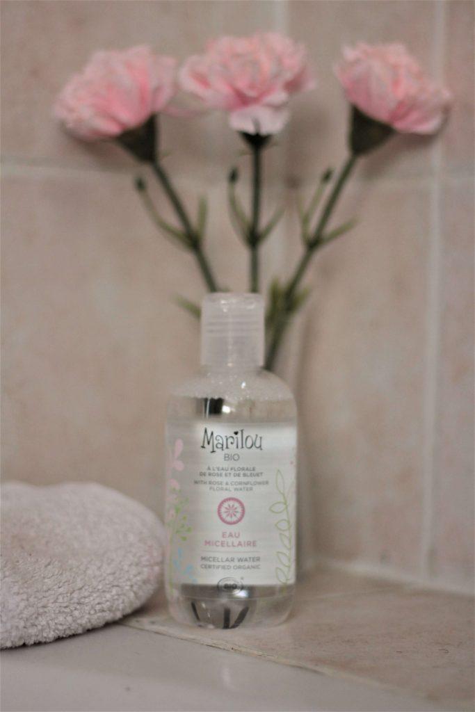 Eau micellaire à l'eau florale de rose et de bleuet bio - Marilou bio. Aunatur-elle, blog beauté naturelle